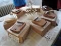 Stůl s malými kalimbami