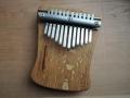Dubová kalimba laděná ke koncovce D-dur, 12 tónů