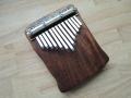 Kalimba z exotického dřeva iroko, ladění E-dur pentatonika